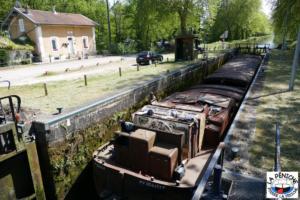 Dans l'écluse n°38 de Roville-devant-Bayon, canal des Vosges.