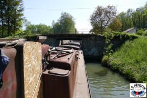 Entrée dans l'écluse n°37 dite de Chaud-Rupt, à Mangonville, sur le canal des Vosges.
